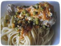Курица по итальянски с зелёным горошком и сметаной.