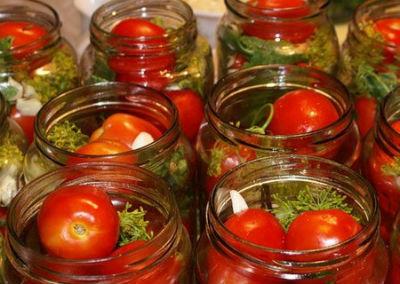 marinovannye-pomidory-na-zimu-v-bankah4
