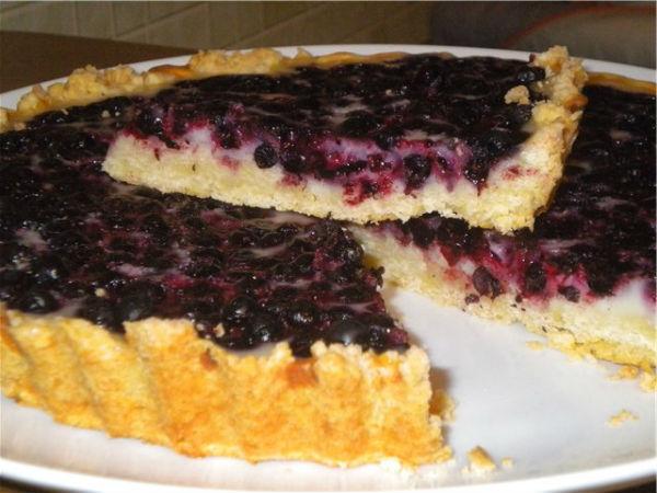 Пирог со смородиной чёрной, красной