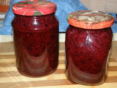 recepty-varenya-iz-chernoj-smorodiny-na-zimu2