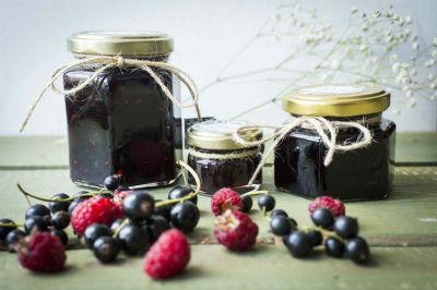 recepty-varenya-iz-chernoj-smorodiny-na-zimu4