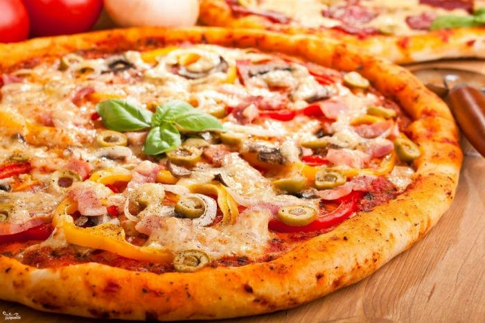 Пицца на дрожжевом слоеном тесте в духовке