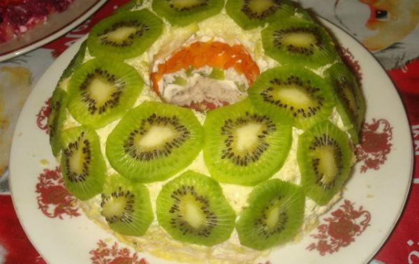 Салат «Гранатовый браслет» с курицей — рецепт с фото