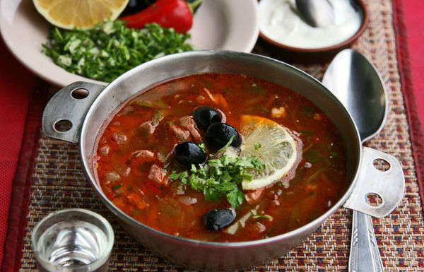 Солянка из свежей капусты, овощная, с мясом