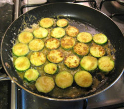 Как пожарить кабачки на сковороде, вкусные рецепты простых блюд