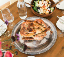 14 способов, как запечь курицу целиком в духовке с хрустящей, золотистой корочкой, подборка лучших рецептов